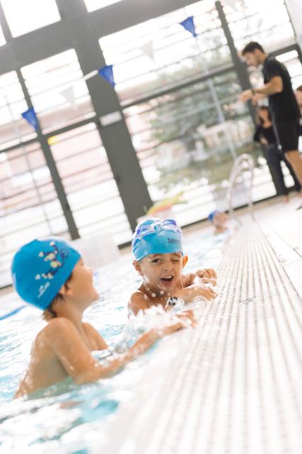 Moderato Montessori Barcelona - activitats escolars piscina